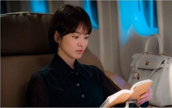"""Hé lộ những hình ảnh đầu tiên của Song Hye Kyo trong """"Boyfriend"""" 1"""