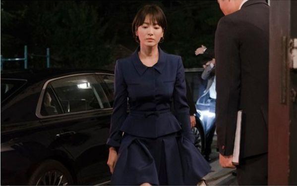 """Hé lộ những hình ảnh đầu tiên của Song Hye Kyo trong """"Boyfriend""""3"""