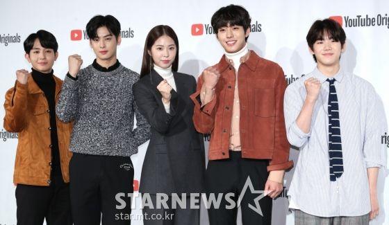 """Họp báo """"Top Management"""": Cha Eun Woo, Ahn Hyo Seop đẹp quá! 22"""