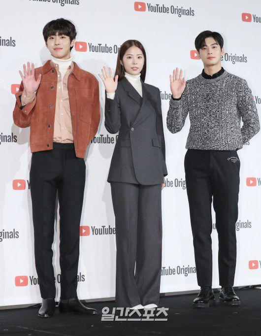 """Họp báo """"Top Management"""": Cha Eun Woo, Ahn Hyo Seop đẹp quá! 23"""