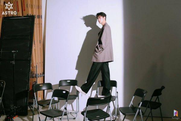 """Loạt ảnh mới của Cha Eun Woo tháng 10 này có làm bạn """"rụng tim""""? 20"""