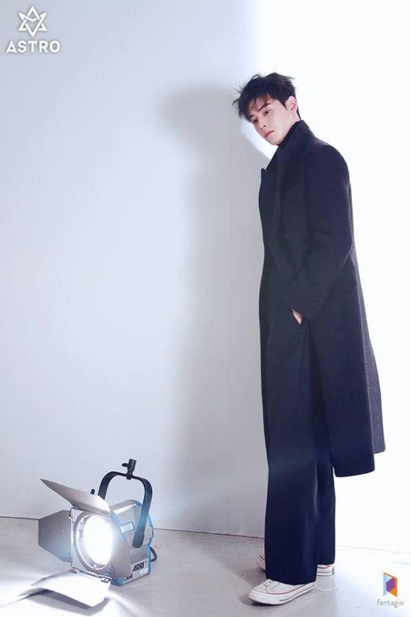 """Loạt ảnh mới của Cha Eun Woo tháng 10 này có làm bạn """"rụng tim""""? 3"""