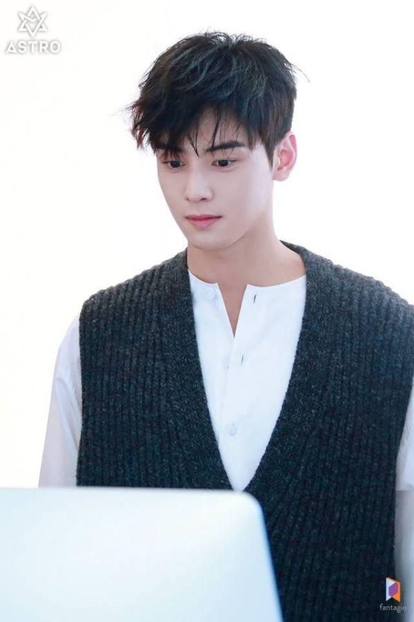 """Loạt ảnh mới của Cha Eun Woo tháng 10 này có làm bạn """"rụng tim""""? 8"""