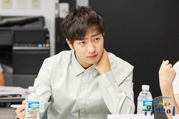 """Phim """"Top Star Yoo Baek"""": Tạo hình của Kim Ji Suk khiến fan ngất lịm 6"""
