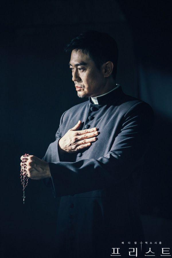 """Siêu phẩm trừ tà y khoa """"Priest"""" tung Teaser và Poster đầy cuốn hút 4"""