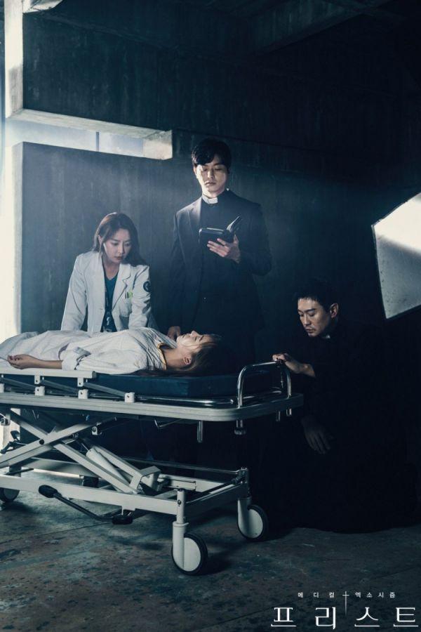 """Siêu phẩm trừ tà y khoa """"Priest"""" tung Teaser và Poster đầy cuốn hút 6"""