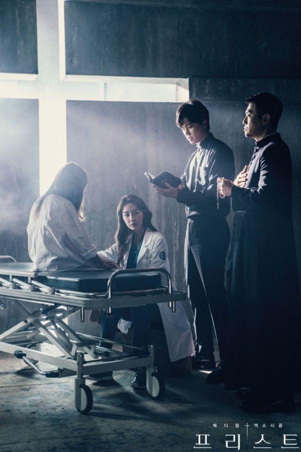 """Siêu phẩm trừ tà y khoa """"Priest"""" tung Teaser và Poster đầy cuốn hút 8"""