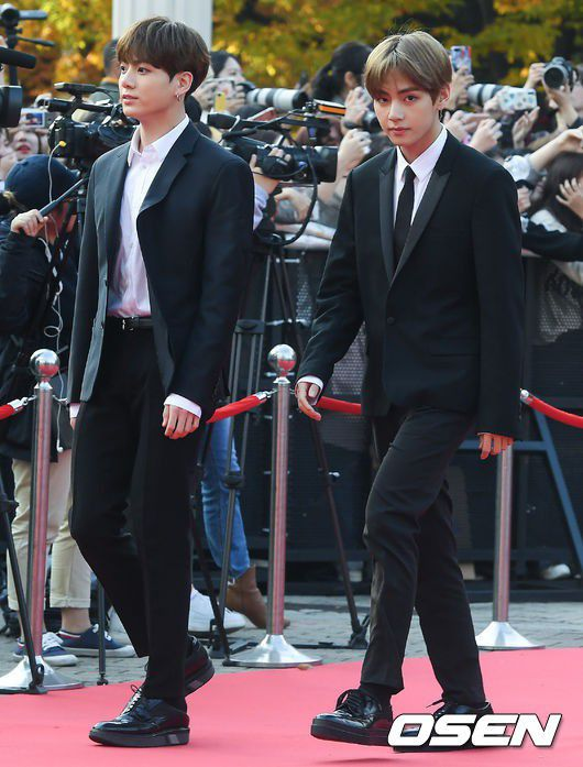 Thảm đỏ Korean Popular Culture & Arts Awards 2018 của BTS, Son Ye Jin 11