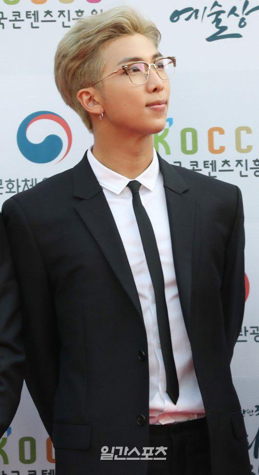 Thảm đỏ Korean Popular Culture & Arts Awards 2018 của BTS, Son Ye Jin 14