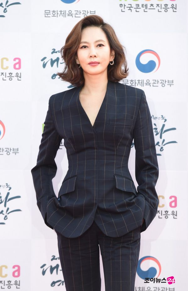 Thảm đỏ Korean Popular Culture & Arts Awards 2018 của BTS, Son Ye Jin 21