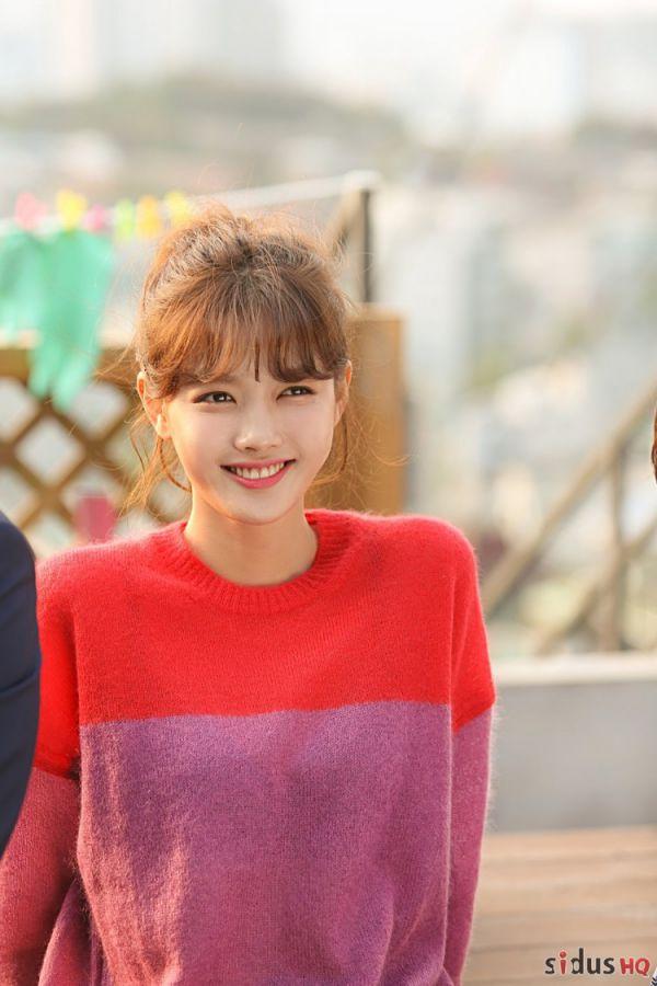 """""""Cô Tiên Dọn Dẹp"""": Loạt ảnh hậu trường đẹp thiên thần của Kim Yoo Jung 10"""