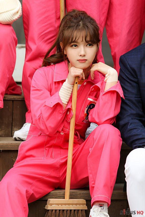 """""""Cô Tiên Dọn Dẹp"""": Loạt ảnh hậu trường đẹp thiên thần của Kim Yoo Jung 16"""