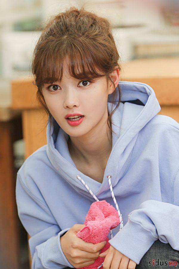 """""""Cô Tiên Dọn Dẹp"""": Loạt ảnh hậu trường đẹp thiên thần của Kim Yoo Jung 19"""