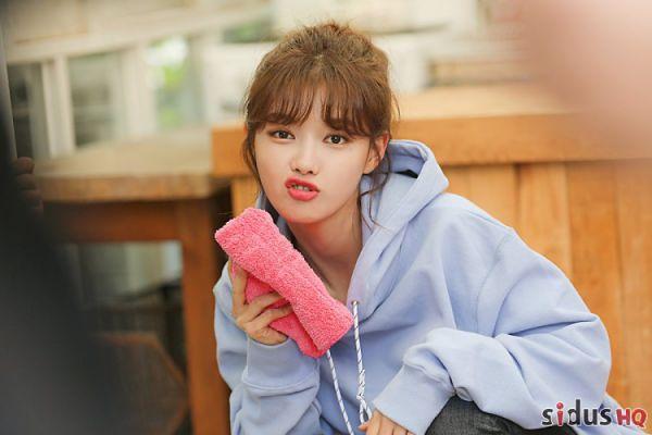 """""""Cô Tiên Dọn Dẹp"""": Loạt ảnh hậu trường đẹp thiên thần của Kim Yoo Jung 20"""