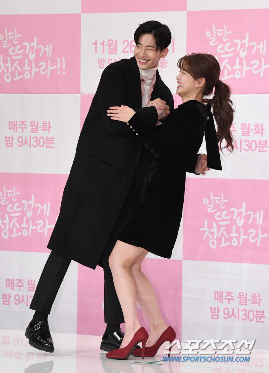 """Họp báo """"Cô Tiên Dọn Dẹp"""": Yoon Kyun Sang, Kim Yoo Jung đẹp quá! 17"""