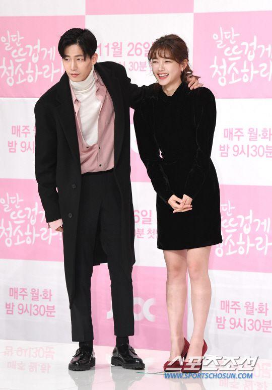 """Họp báo """"Cô Tiên Dọn Dẹp"""": Yoon Kyun Sang, Kim Yoo Jung đẹp quá! 18"""