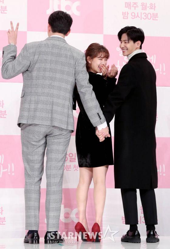 """Họp báo """"Cô Tiên Dọn Dẹp"""": Yoon Kyun Sang, Kim Yoo Jung đẹp quá! 20"""
