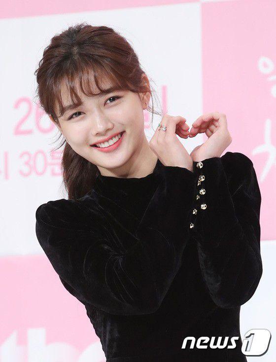 """Họp báo """"Cô Tiên Dọn Dẹp"""": Yoon Kyun Sang, Kim Yoo Jung đẹp quá! 9"""