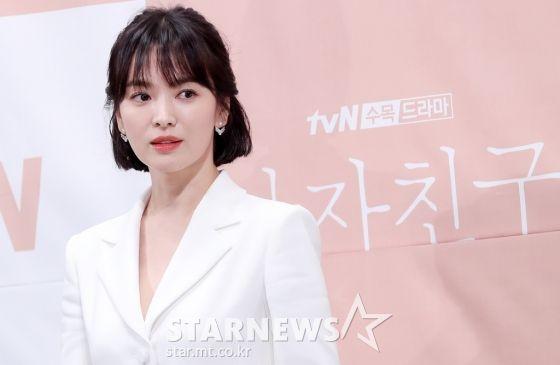 """Họp báo """"Euncouter/Boyfriend"""": Song Hye Kyo và Park Bo Gum tỏa sáng 1"""