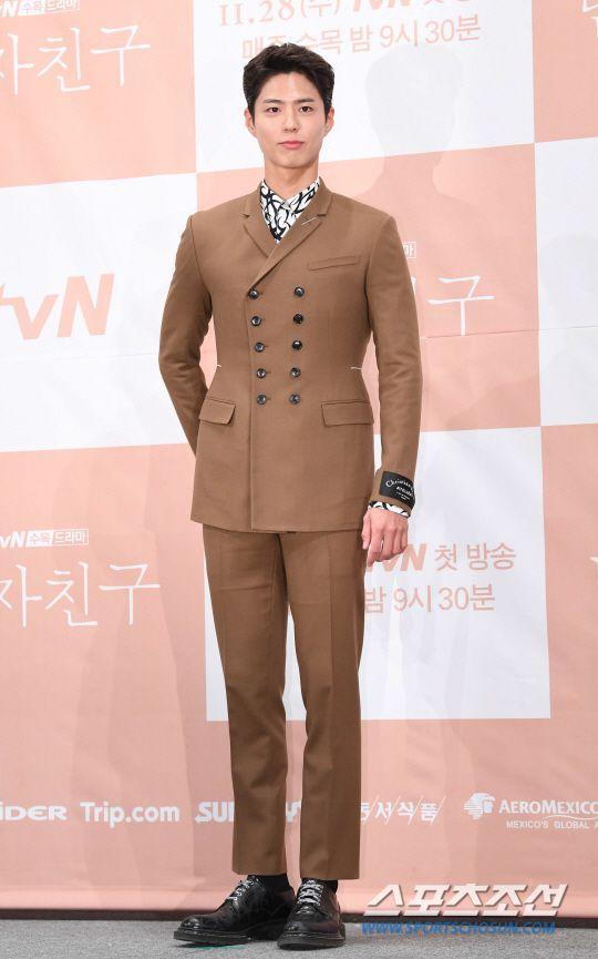 """Họp báo """"Euncouter/Boyfriend"""": Song Hye Kyo và Park Bo Gum tỏa sáng 11"""