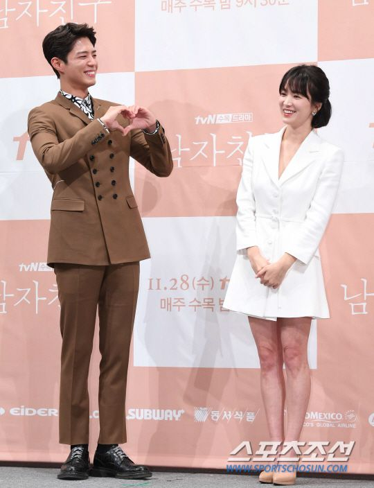 """Họp báo """"Euncouter/Boyfriend"""": Song Hye Kyo và Park Bo Gum tỏa sáng 12"""