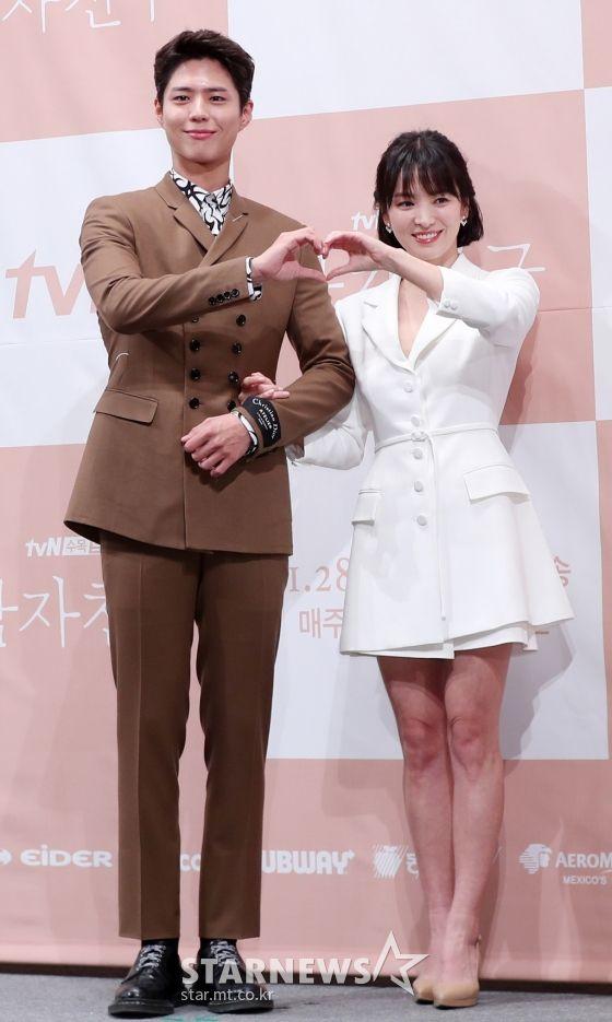 """Họp báo """"Euncouter/Boyfriend"""": Song Hye Kyo và Park Bo Gum tỏa sáng 18"""
