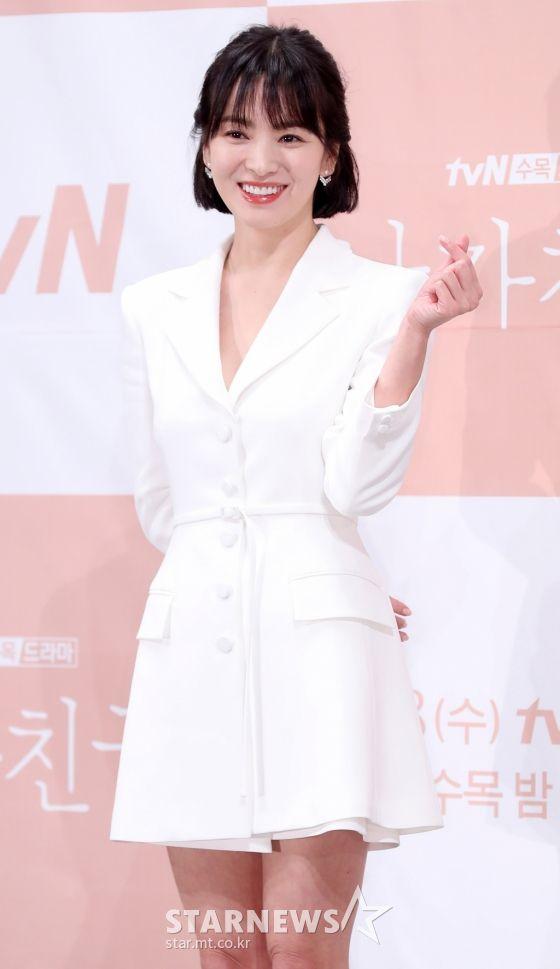 """Họp báo """"Euncouter/Boyfriend"""": Song Hye Kyo và Park Bo Gum tỏa sáng 2"""