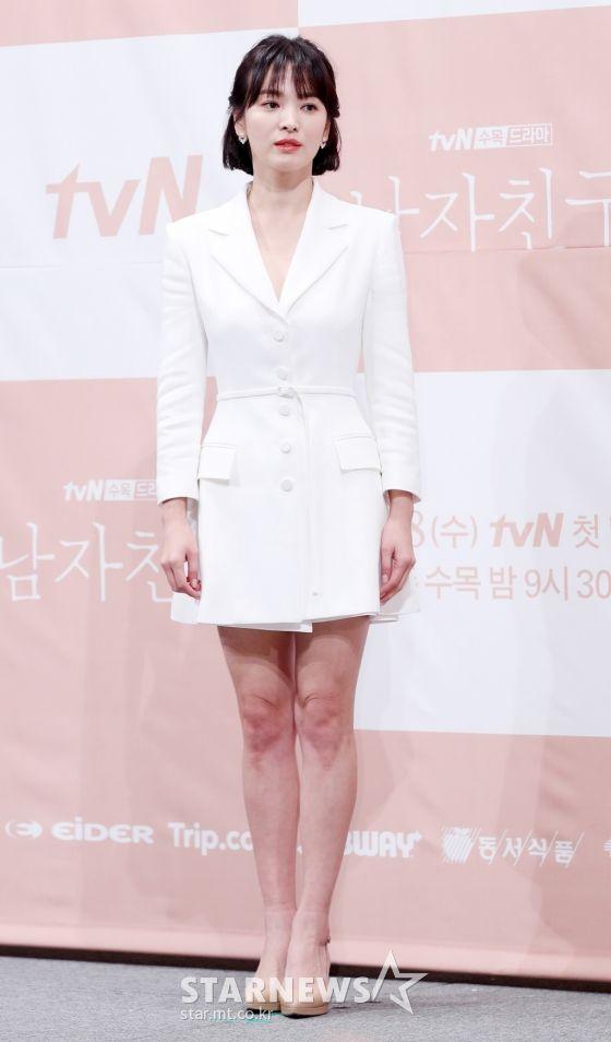 """Họp báo """"Euncouter/Boyfriend"""": Song Hye Kyo và Park Bo Gum tỏa sáng 3"""