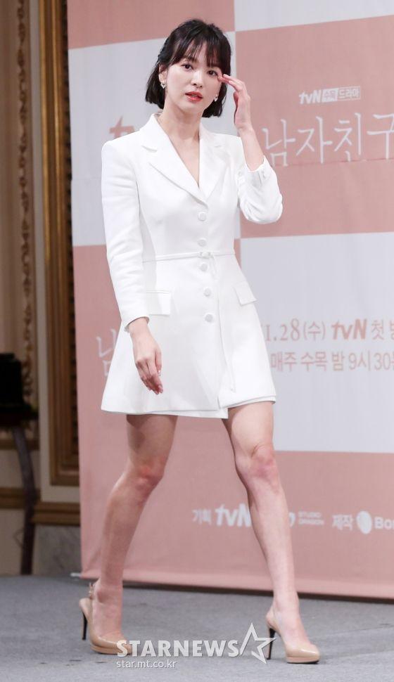 """Họp báo """"Euncouter/Boyfriend"""": Song Hye Kyo và Park Bo Gum tỏa sáng 4"""