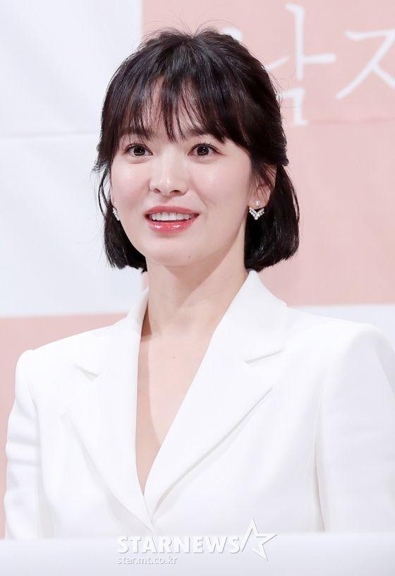"""Họp báo """"Euncouter/Boyfriend"""": Song Hye Kyo và Park Bo Gum tỏa sáng 5"""