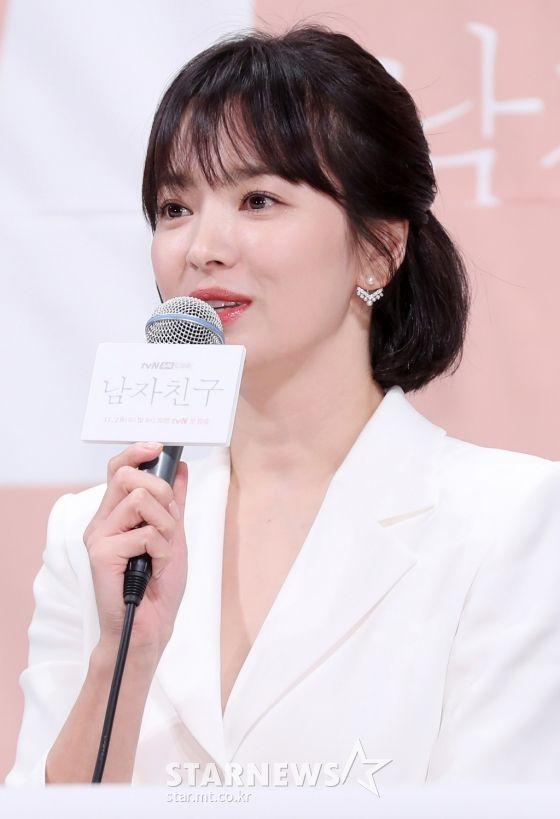 """Họp báo """"Euncouter/Boyfriend"""": Song Hye Kyo và Park Bo Gum tỏa sáng 6"""