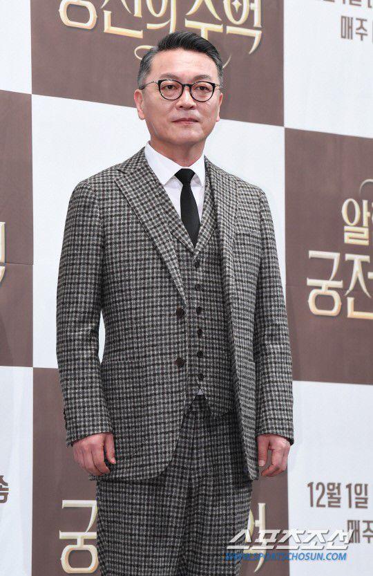 "Họp báo ra mắt ""Memories of the Alhambra"": Hyun Bin, Park Shin Hye đều đẹp 14"