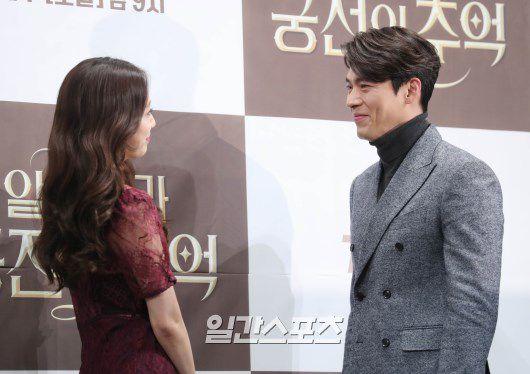 "Họp báo ra mắt ""Memories of the Alhambra"": Hyun Bin, Park Shin Hye đều đẹp 19"