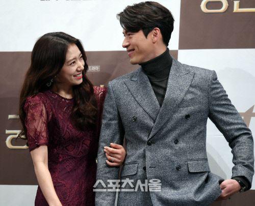 "Họp báo ra mắt ""Memories of the Alhambra"": Hyun Bin, Park Shin Hye đều đẹp 21"