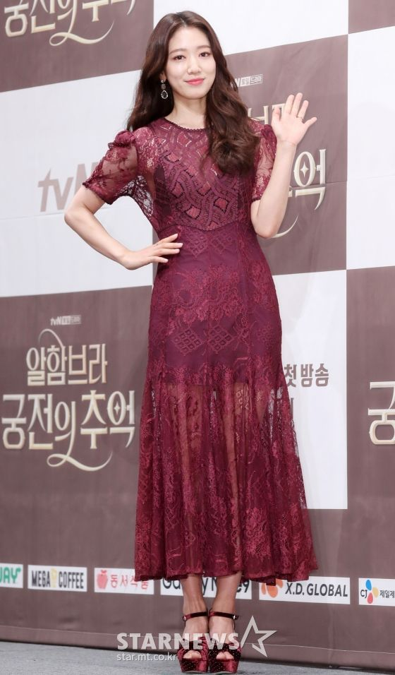 "Họp báo ra mắt ""Memories of the Alhambra"": Hyun Bin, Park Shin Hye đều đẹp 3"