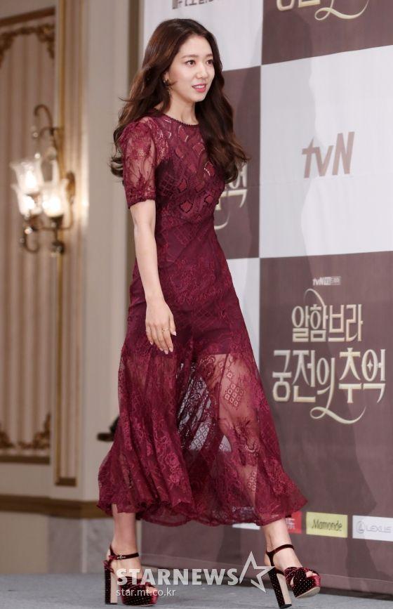 "Họp báo ra mắt ""Memories of the Alhambra"": Hyun Bin, Park Shin Hye đều đẹp 4"