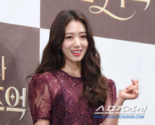 "Họp báo ra mắt ""Memories of the Alhambra"": Hyun Bin, Park Shin Hye đều đẹp 6"