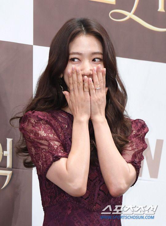 "Họp báo ra mắt ""Memories of the Alhambra"": Hyun Bin, Park Shin Hye đều đẹp 7"