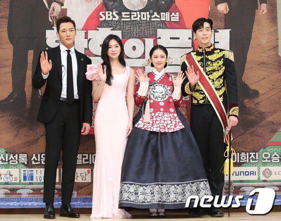 """Họp báo ra mắt phim """"The Last Empress"""": Jang Nara đẹp bất chấp 1"""