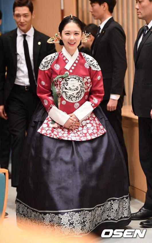 """Họp báo ra mắt phim """"The Last Empress"""": Jang Nara đẹp bất chấp 10"""