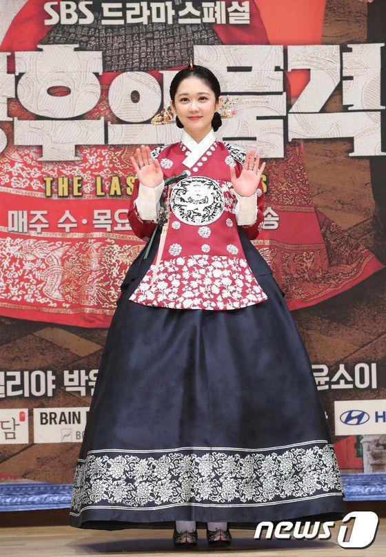 """Họp báo ra mắt phim """"The Last Empress"""": Jang Nara đẹp bất chấp 11"""