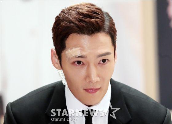 """Họp báo ra mắt phim """"The Last Empress"""": Jang Nara đẹp bất chấp 12"""