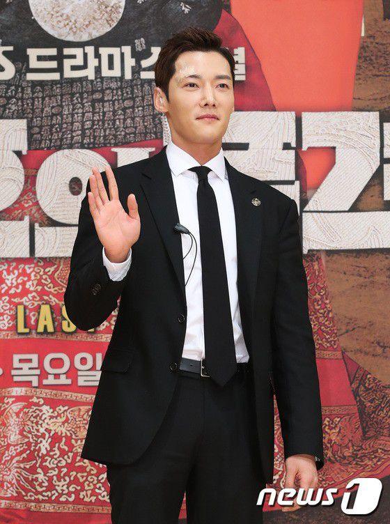 """Họp báo ra mắt phim """"The Last Empress"""": Jang Nara đẹp bất chấp 13"""