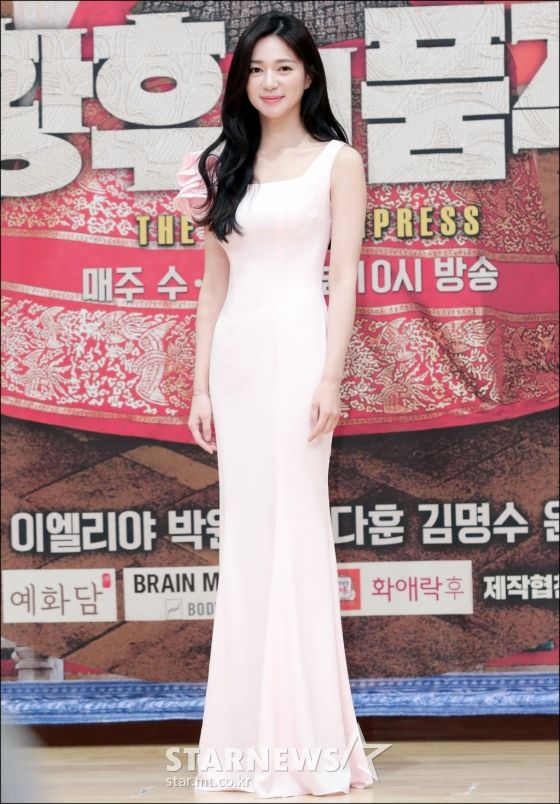 """Họp báo ra mắt phim """"The Last Empress"""": Jang Nara đẹp bất chấp 14"""