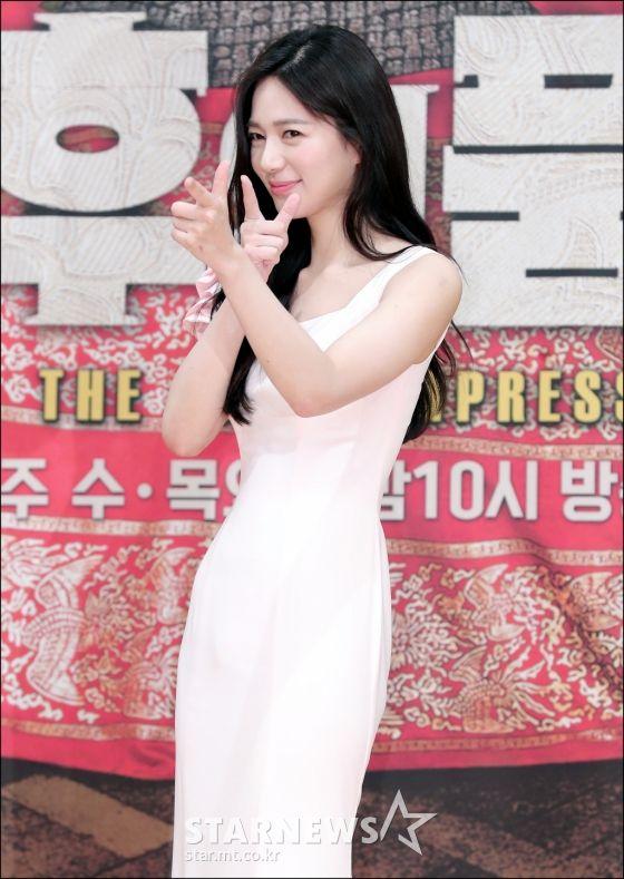 """Họp báo ra mắt phim """"The Last Empress"""": Jang Nara đẹp bất chấp 15"""