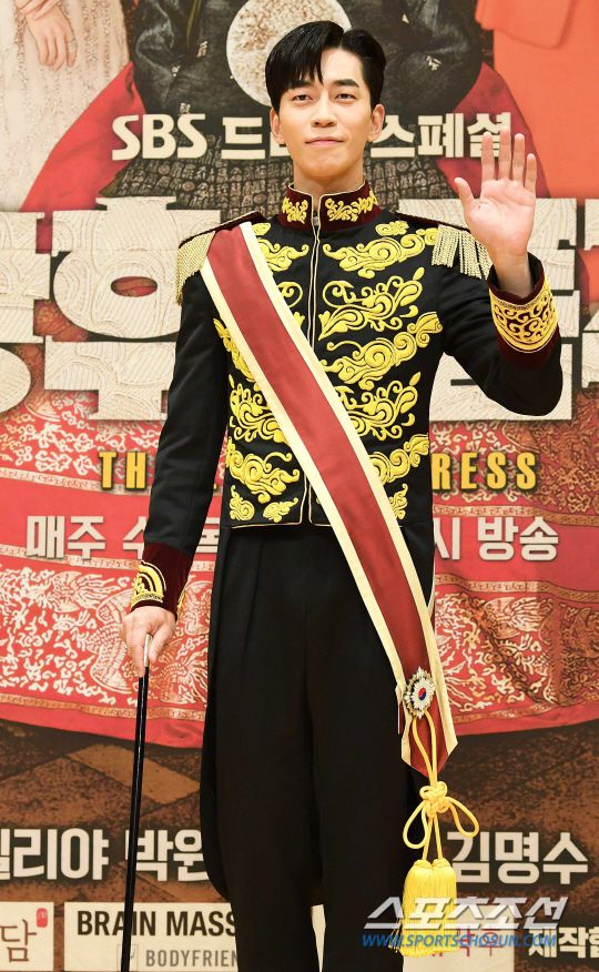 """Họp báo ra mắt phim """"The Last Empress"""": Jang Nara đẹp bất chấp 17"""