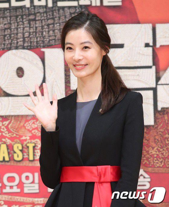 """Họp báo ra mắt phim """"The Last Empress"""": Jang Nara đẹp bất chấp 18"""