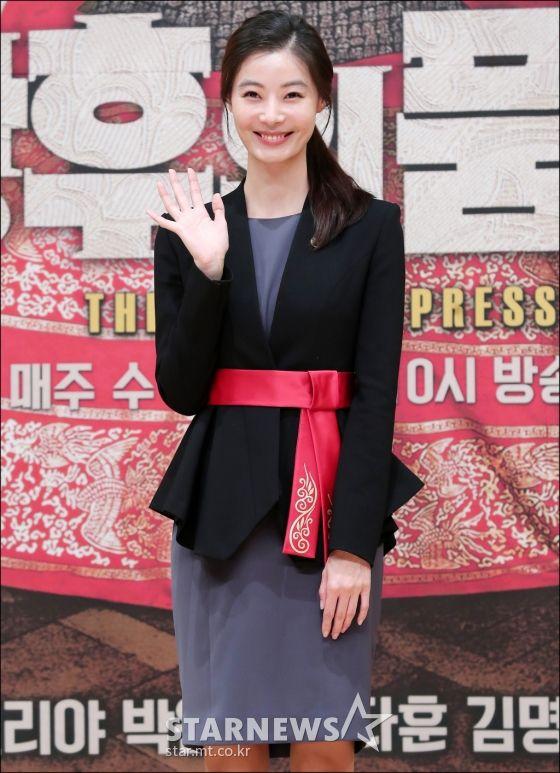 """Họp báo ra mắt phim """"The Last Empress"""": Jang Nara đẹp bất chấp 19"""
