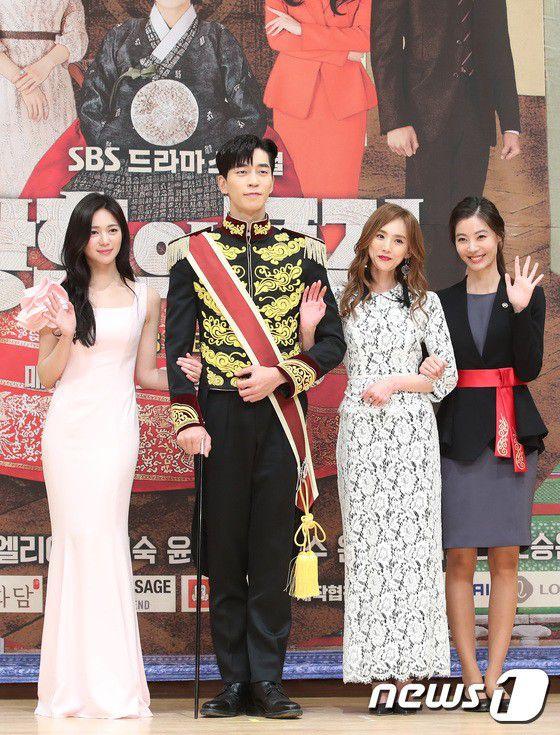 """Họp báo ra mắt phim """"The Last Empress"""": Jang Nara đẹp bất chấp 2"""