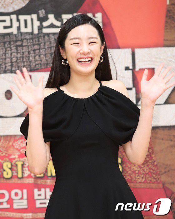 """Họp báo ra mắt phim """"The Last Empress"""": Jang Nara đẹp bất chấp 20"""